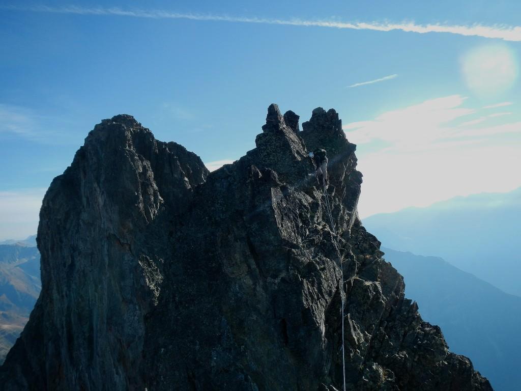 désescalade facile sur du super rocher vers la brèche Duhamel
